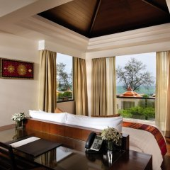 Отель Movenpick Resort Bangtao Beach 5* Люкс с бассейном и одной спальней