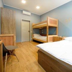 Хостел Пятница Стандартный семейный номер с двуспальной кроватью