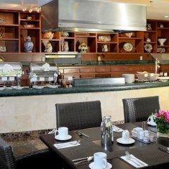 Отель Courtyard By Marriott Cancun Airport место для завтрака