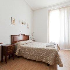 Отель Hostal Condestable Стандартный номер с двуспальной кроватью