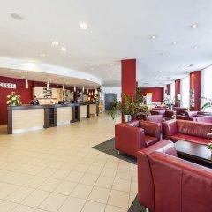 AZIMUT Hotel Vienna вестибюль