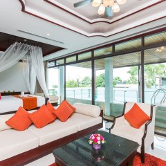 Отель Wyndham Sea Pearl Resort Phuket 4* Люкс повышенной комфортности с двуспальной кроватью