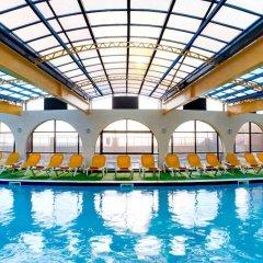 Отель Paradise Bay Resort закрытый бассейн