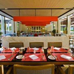 Отель Angsana Villas Resort Phuket ресторанный дворик