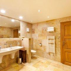 U Prince Hotel удобства в ванной комнате