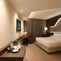 DoubleTree by Hilton Hotel Yerevan City Centre комната для гостей фото 5