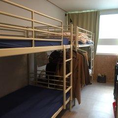 Отель Backpackers Inside Кровать в мужском общем номере с двухъярусной кроватью
