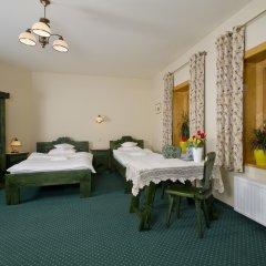 Отель Pensjonat Zakopianski Dwór 3* Стандартный семейный номер с двуспальной кроватью