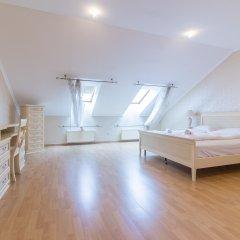 Отель Spacious Duplex by Park&Metro by easyBNB Апартаменты с различными типами кроватей