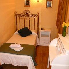Отель Hostal Montecarlo Стандартный номер с различными типами кроватей