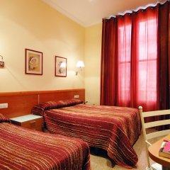 Отель Hostal Orleans Стандартный номер с различными типами кроватей