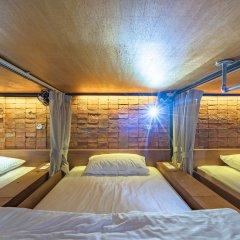 Siam Plug In The Gallery Hostel Кровать в общем номере