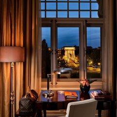 Отель Four Seasons Gresham Palace вид из номера