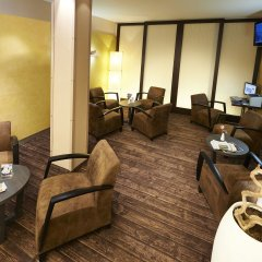 GHOTEL hotel & living München-Nymphenburg вестибюль отеля