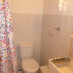 Отель Amber Gardenview Studios ванная фото 3