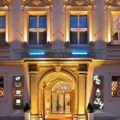 Отель The Grand Mark Prague вход в здание