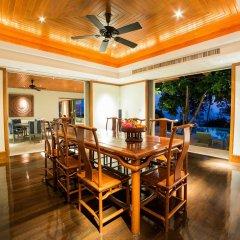 Отель Trisara Villas & Residences Phuket обед
