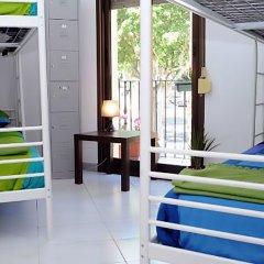 Отель Hostels MeetingPoint 2* Кровать в общем номере с двухъярусной кроватью