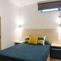 Хостел Take Conil Стандартный номер с двуспальной кроватью