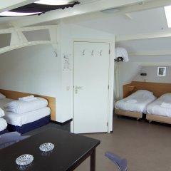 City Hotel 2* Кровать в общем номере с двухъярусной кроватью