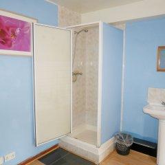 Отель Kensal Green Backpackers 1 Номер с общей ванной комнатой с различными типами кроватей (общая ванная комната)