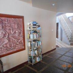 Отель Kamala Dreams библиотека