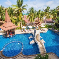 Phuket Island View Hotel бар у бассейна