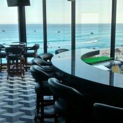 Отель Crown Paradise Club Cancun - Все включено Мексика, Канкун - 10 отзывов об отеле, цены и фото номеров - забронировать отель Crown Paradise Club Cancun - Все включено онлайн гостиничный бар