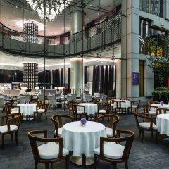 Отель The Langham, Shanghai, Xintiandi столовая на открытом воздухе