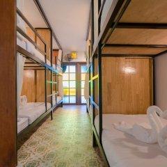 Bed At Beach Hostel Кровать в мужском общем номере с двухъярусной кроватью