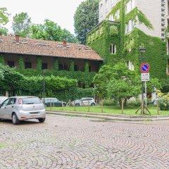 Апартаменты Hintown Apartments Montenapoleone Милан вид на улицу