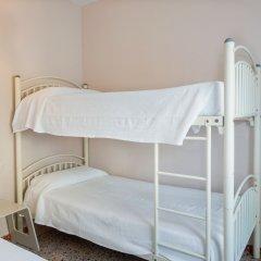 Отель Málaga Inn 2* Кровать в общем номере с двухъярусной кроватью