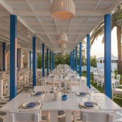 Отель Le Méridien Mina Seyahi Beach Resort & Marina столовая на открытом воздухе