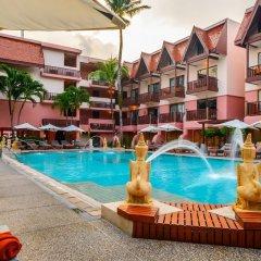Seaview Patong Hotel открытый бассейн
