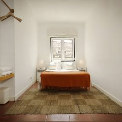 Отель Lisbon Story Guesthouse 3* Стандартный номер с двуспальной кроватью (общая ванная комната)