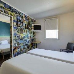 Отель hotelF1 Paris Porte de Châtillon (rénové) Стандартный семейный номер с двуспальной кроватью