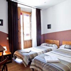 Отель Hostal Abaaly Стандартный номер с 2 отдельными кроватями (общая ванная комната)