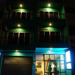 Отель Two Color Patong вход в здание