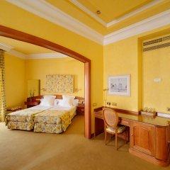 Отель Colón 4* Стандартный семейный номер с двуспальной кроватью