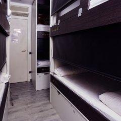 Хостел Free Barcelona Стандартный семейный номер с разными типами кроватей