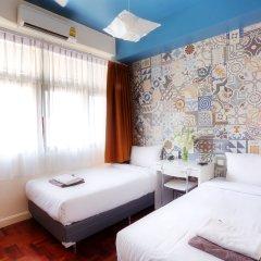 Отель Baan Saladaeng Boutique Guesthouse 3* Номер с общей ванной комнатой