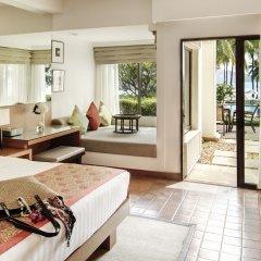 Отель Outrigger Laguna Phuket Beach Resort 5* Номер категории Премиум с различными типами кроватей