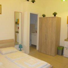 Отель Amber Gardenview Studios комната для гостей