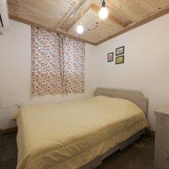 Lazy Fox Hostel Стандартный номер с двуспальной кроватью