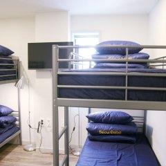 Отель Seoul Dalbit Dongdaemun Guesthouse 2* Стандартный семейный номер с двуспальной кроватью
