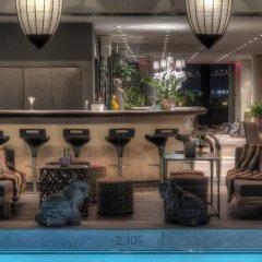 President Hotel бар у бассейна