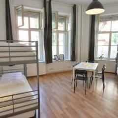 Kiez Hostel Berlin Кровать в общем номере с двухъярусной кроватью фото 18