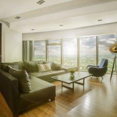 Отель Sky Tower Wroclaw 46th Floor Penthouse Улучшенные апартаменты