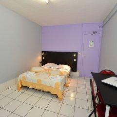 Hotel De La Poste Стандартный номер с двуспальной кроватью (общая ванная комната)