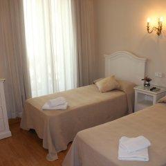 Отель Hostal Montecarlo Стандартный номер с двуспальной кроватью